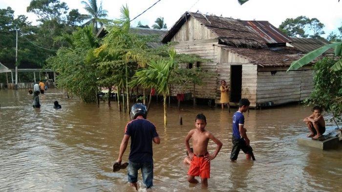 Banjir Kembali Genangi Sebadai Hulu Natuna, Perabotan Rumah Terendam Air, Ini Aktivitas Warga