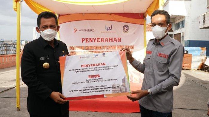 Gubernur Kepri Serahkan CSR ke Penambang Boat Tanjungpinang, Bantuan Bank Riau Kepri