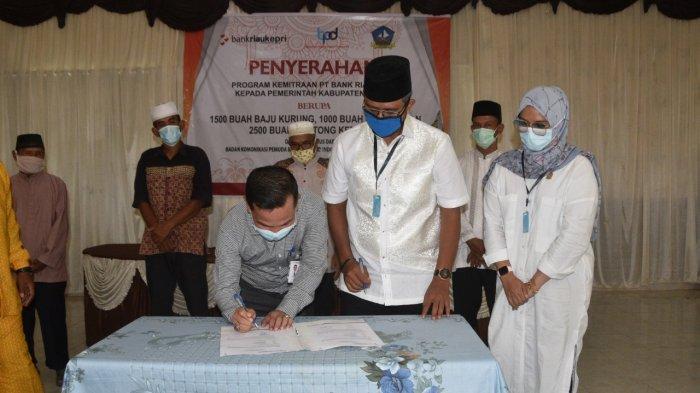 Bersama Bank Riau Kepri, Pemkab Salurkan Bantuan ke Imam Masjid di Kabupaten Bintan