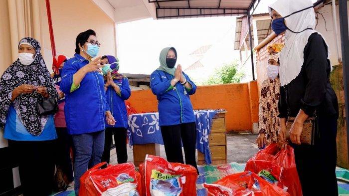 Bantu Pejuang Kanker, Rosmeri Isdianto Beri 150 Paket Sembako, Ringankan Beban Saat Pandemi Covid-19