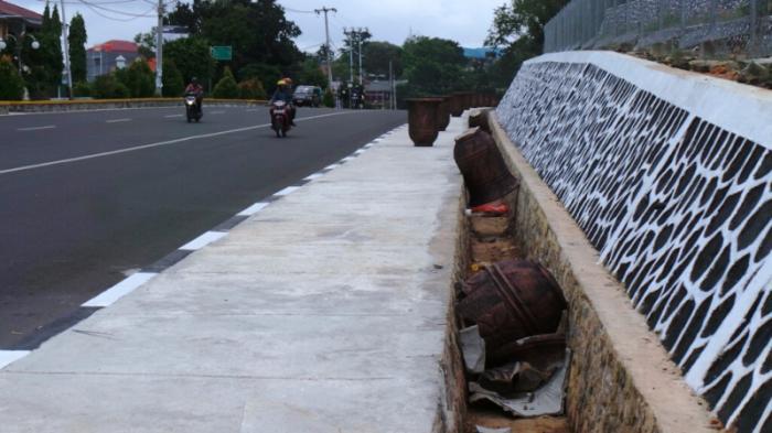 Sudah Disusun Rapi di Trotoar Jalan, Pot Bunga Mewah Milik DKPP Tanjungpinang Ini Malah Dirusak OTK
