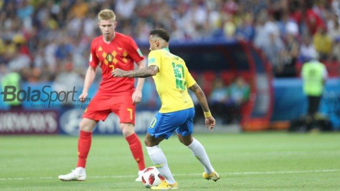 Kevin De Bruyne mengadang Neymar dalam duel babak 8 besar Piala Dunia 2018 antara Belgia versus Brasil di Kazan Arena, 6 Juli 2018.