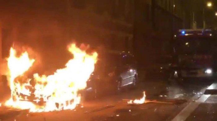 Masyarakat Tionghoa Bentrok dengan Polisi di Paris. Mobil Polisi Dibakar. Ini Pemicunya