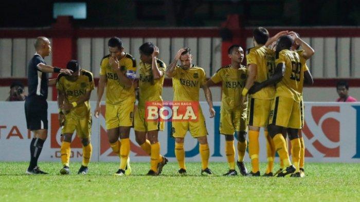 Hasil Babak Pertama Bhayangkara FC vs PSM Makassar - Skor Imbang 0-0. Juku Eja Dalam Tekanan