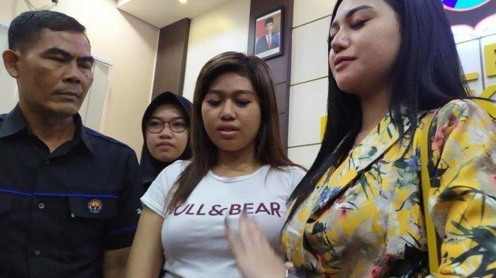 Setelah Video Keramas di Atas Motor Viral, Biduan Dangdut Ini Terancam Hukuman Penjara 3 Bulan