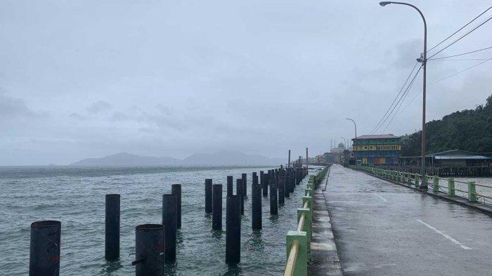 Kondisi terkini cuaca di perairan Tarempa, Kabupaten Kepulauan Anambas, Minggu (10/1/2021).