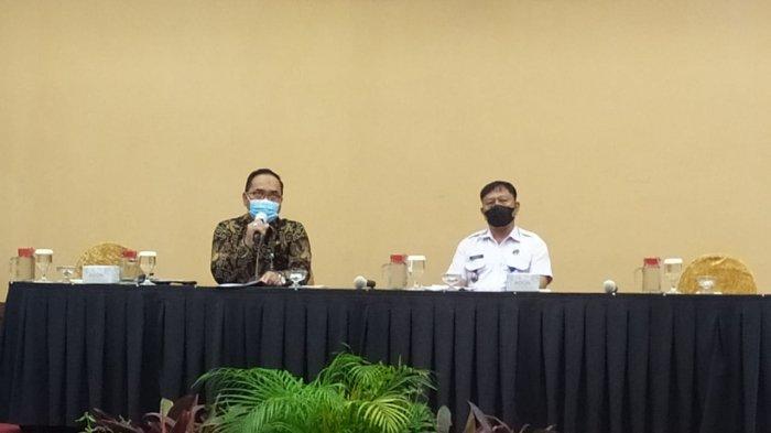 Kepala Bakesbangpol Tanjungpinang, Achmad Nur Fatah menjadi narasumber pada rapat kerja Pemberdayaan Masyarakat Anti Narkoba, yang digelar Badan Narkotika Nasional (BNN) Kota Tanjungpinang, di Hotel Aston Tanjungpinang, Kepulauan Riau, Kamis (18/2/2021).