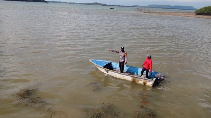 Proses evakuasi bocah 12 tahun yang tewas tenggelam dekat Pelabuhan Mantang, Kecamatan Bintan Timur, Selasa (1/6/2021).