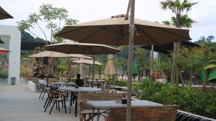 Makan di Kafe Ini Serasa Nongkrong di Taman