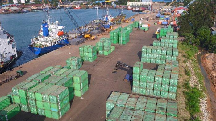 Container yard di Pelabuhan Batu Ampar