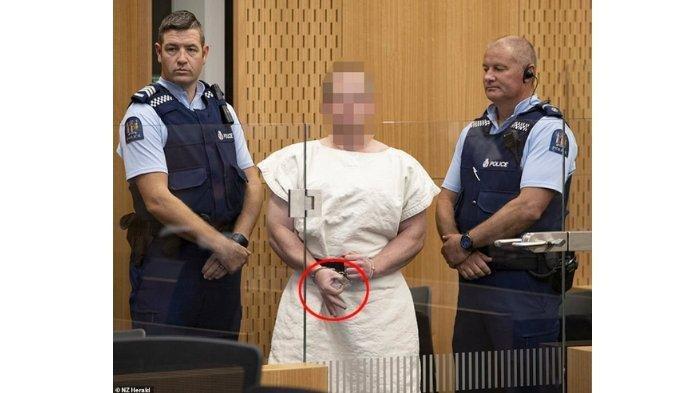 Brenton Tarrant, Penembak Jemaah Masjid di Selandia Baru Nyengir di Pengadilan dan Beri Kode Tangan