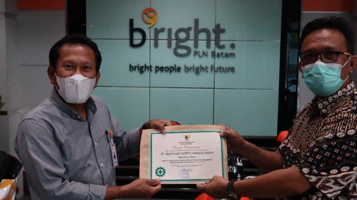 PLN Batam Raih Piagam Penghargaan Pencegahan dan Penanggulangan Covid-19 dari Kemnaker RI