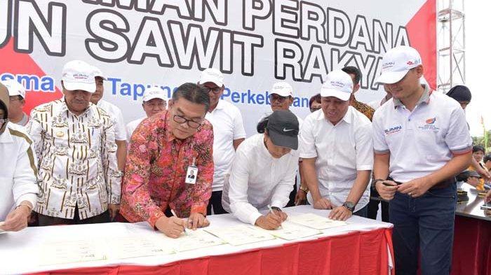 Dirut Bank Riau  Irvandi Gustari Kepri Teken MOU Bersama Menteri BUMN Rini Soemarno