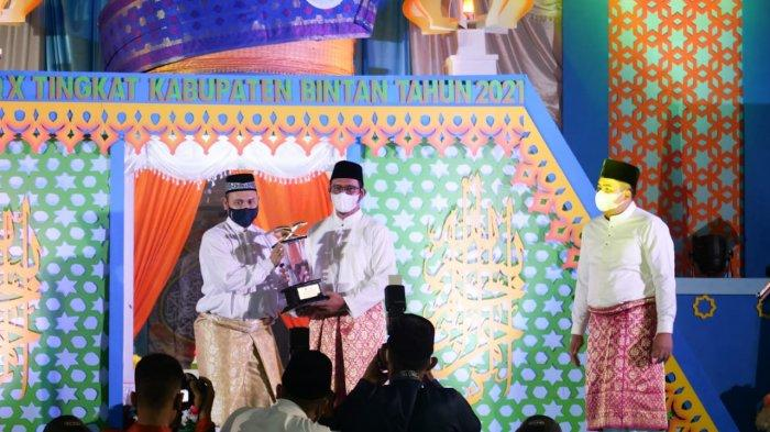 Bupati Bintan, Apri Sujadi secara resmi membuka Musabaqah Tilawatil Qur'an (MTQ) Ke-X Tingkat Kabupaten Bintan yang diselenggarakan di GOR Kecamatan Toapaya, Kamis (8/4/2021).