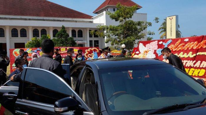 Bupati Bintan Apri sujadi usai proses pelantikan di kantor Gubernur Kepri, Dompak, Jumat (26/2/2021).