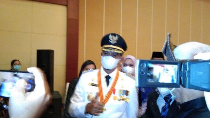 Bupati Bintan terpilih Apri Sujadi di kantor Gubernur Kepri, Dompak, Jumat (26/2/2021).