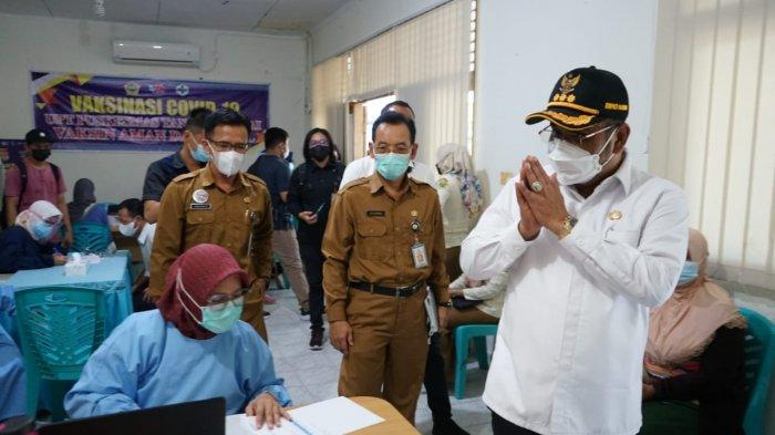 Vaksinasi Corona di Karimun, Bupati Aunur Rafiq Datangi 2 Kecamatan: Tak Perlu Takut