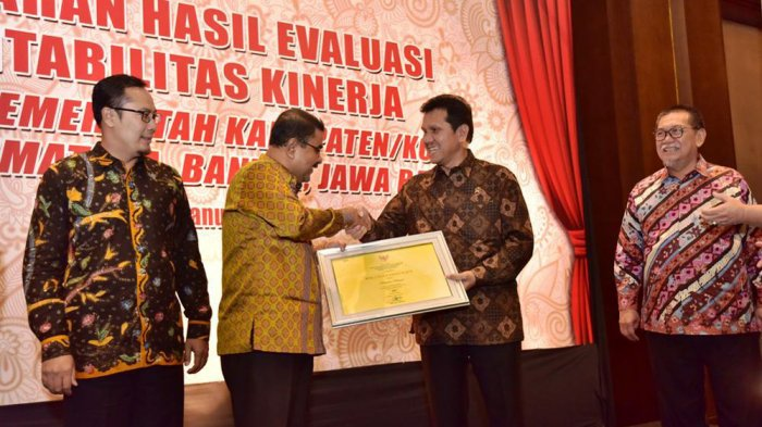 Kinerja Pemkab Karimun Raih Predikat BB dari Kemenpan-RB. Bupati Minta Jajarannya Tak Terlena