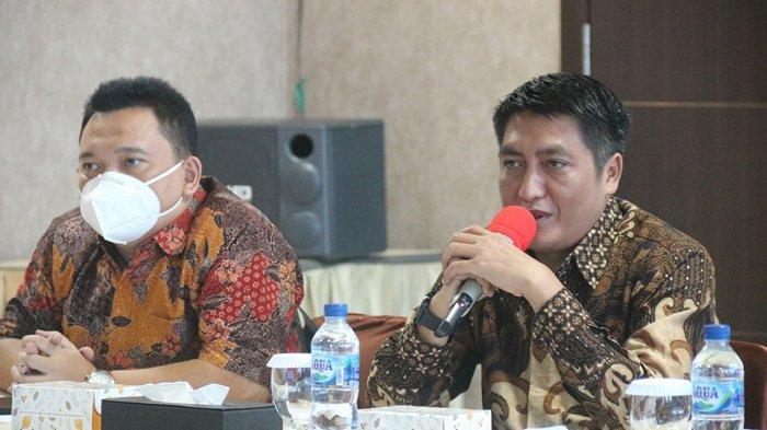 KUNJUNGI ATB - Bupati Magelang, Provinsi Jawa Tengah, Zaenal Arifin bersama manajemen PDAM Tirta Gemilang saat berkunjung ke Adhya Tirta Batam (ATB) untuk studi banding, Kamis (5/11).