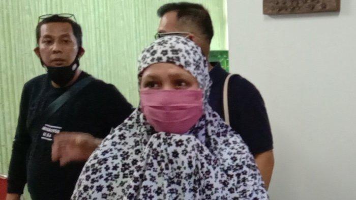 Ilustrasi. Anita Anggraini alias Siti Aisyah Ainun buron terpidana narkoba yang ditangkap di Batam hanya tertunduk diam, Selasa (6/10) siang. TRIBUN BATAM/ LEO HALAWA