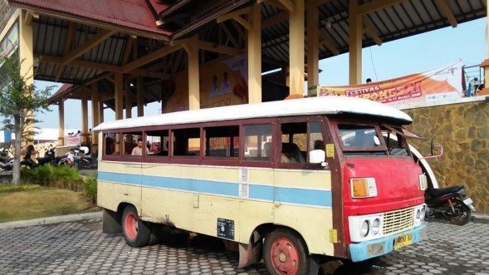 Bus kayu di Karimun