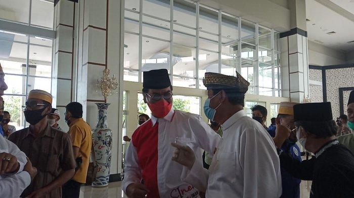Soerya Respationo dan Isdianto Saling Sapa di Acara Pengundian Nomor Urut Calon Gubernur