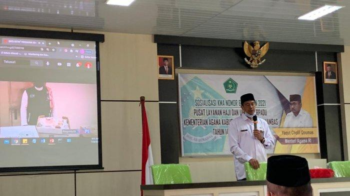 KEMENAG ANAMBAS - Kepala Kantor Kemenag Anambas, Erizal Abdullah saat menyampaikan sosialisasi terkait penundaan keberangkatan haji tahun 2021, Senin (26/7/2021).