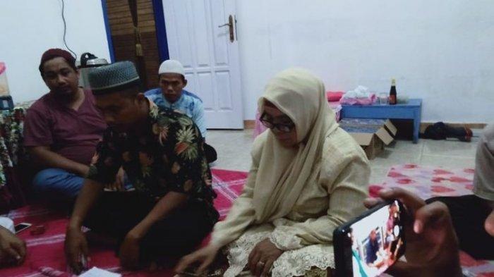 Berawal Saling Sapa di Mesengger, Pemuda Jatuh Hati pada Nenek PNS 3 Cucu: Bunda Orangnya Baik