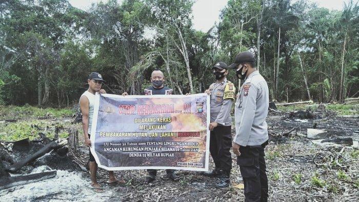Personel Polsek Daik, Polres Lingga memberikan imbauan kepada pemilik lahan dalam mencegah karhutla di Lingga, khususnya di wilayah Kelurahan Daik, Kamis (19/2/2021).