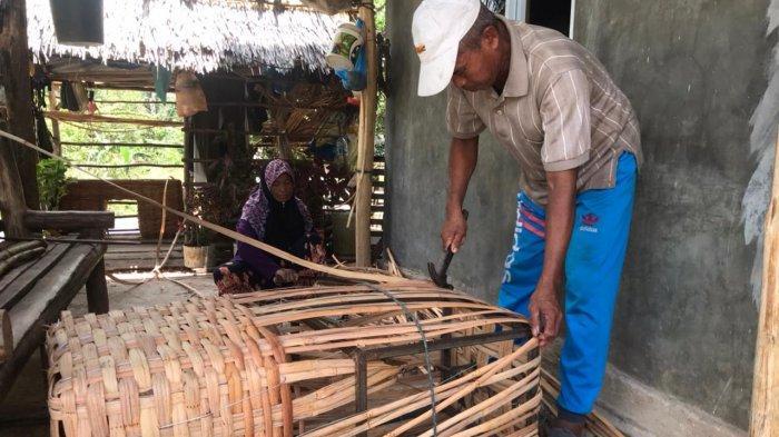 Cerita Sukses Sunuk, Perantau asal Sulawesi Usaha Keranjang Rotan di Bintan