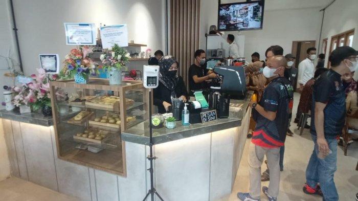Nongkrong Asyik di Coffeeshop Manly Kopi Dari Hati, Menikmati Kopi Sembari Kulineran
