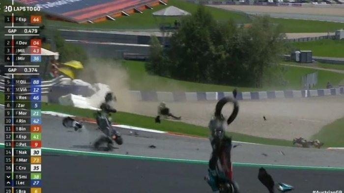 Detik-detik Valentino Rossi Gemeteran Selamat dari Crash Johann Zarco dan Franco Morbidelli