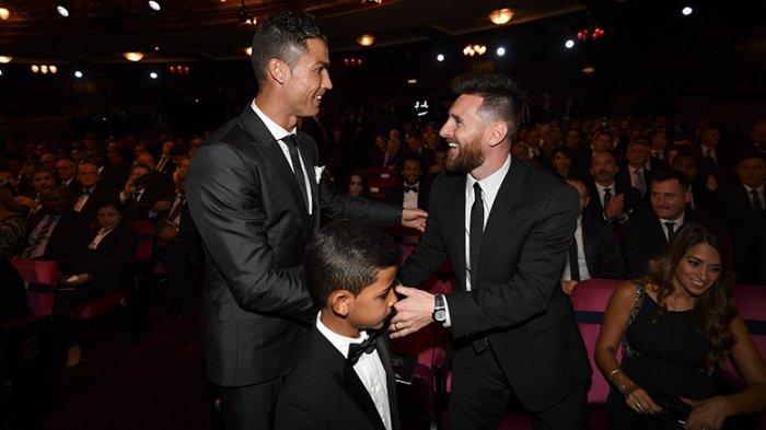 NGAKAK! Sama-sama Terdepak dari Piala Dunia, Ronaldo dan Messi Duet Nyanyikan Lagu Galau