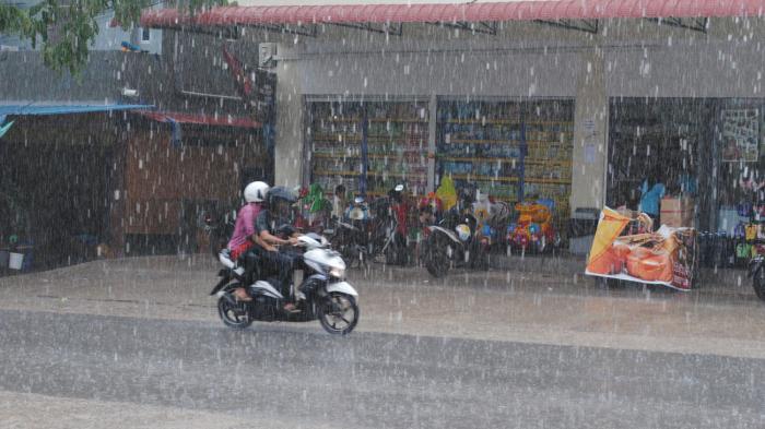 Caption Cuaca hujan saat terjadi di Batam, beberapawaktu lalu. Hujan ringan akan di perkiran turun di Batam dan daerah di Kepri hari ini.