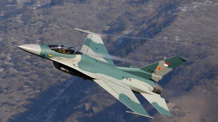 9 Pesawat Tempur F-16 Indonesia dan Singapura Terbang Bareng di Atas Jembatan Barelang