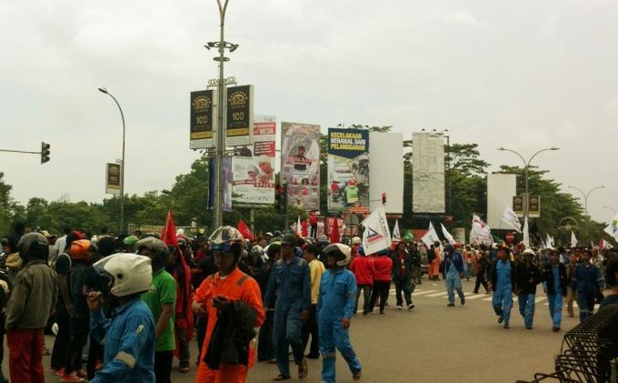 Ratusan Buruh PT. Sentek Batam Mogok Kerja