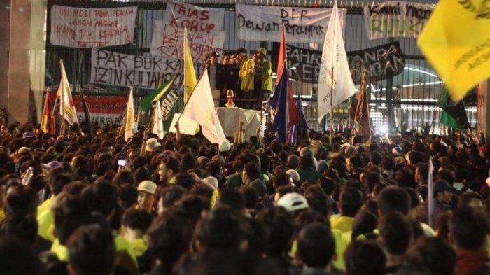 Penuhi Undangan Senayan Memanggil, Mahasiswa Seluruh Indonesia Demo di Depan Gedung DPR RI Hari ini