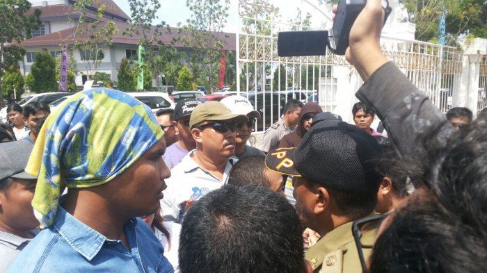 BREAKINGNEWS: Demo Sopir Taksi Online Memanas! Pendemo-Satpol Nyaris Ricuh. Ini Pemicunya!