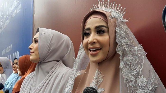Dewi Perssik Buka Bisnis Baju Muslimah, Terungkap Dulu Bercita-Cita Jadi Seorang Ustazah