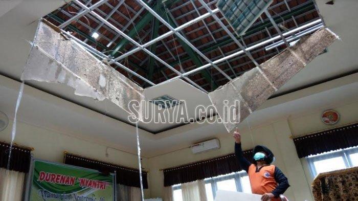 Kantor Kecamatan Durenan di Trenggalek Porak Poranda, Atap Ambrol Diguncang Gempa