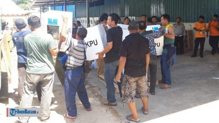 H-1 Pemilu 2019 - KPU Batam Sudah Distribusikan Logistik Pemilu Serentak 2019 di Enam Kecamatan