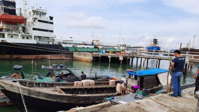 Kapal motor yang ditangkap personel Ditpolairud Polda Kepri di perairan Tanjung Uma, Batam, Provinsi Kepri.