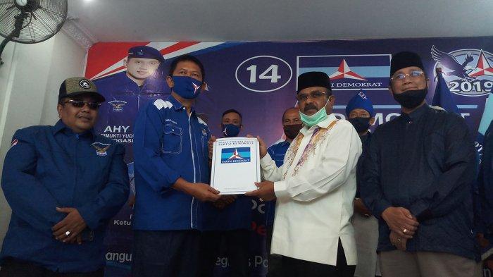 Jadi yang Pertama, DPC Demokrat Serahkan Bukti Dukungan Aunur Rafiq-Anwar Hasyim di Pilkada Karimun