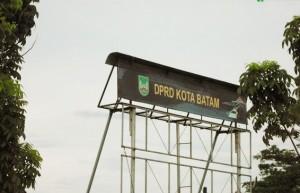 Sepuluh Staf DPRD Batam Jalan-jalan ke Kota Manado