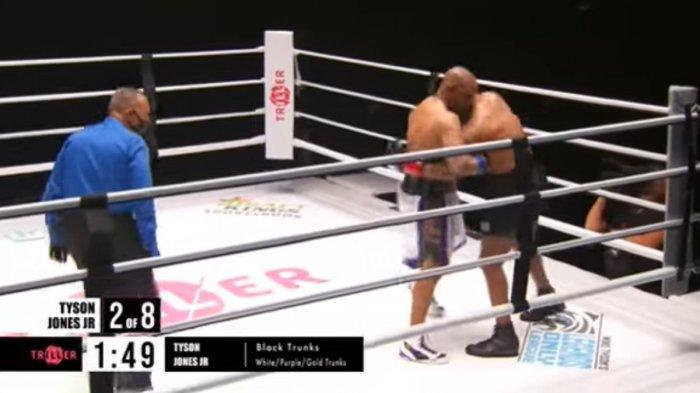 Duel Mike Tyson Vs Roy Jones Jr berakhir tanpa pemenang, Minggu, 29 November 2020 siang WIB