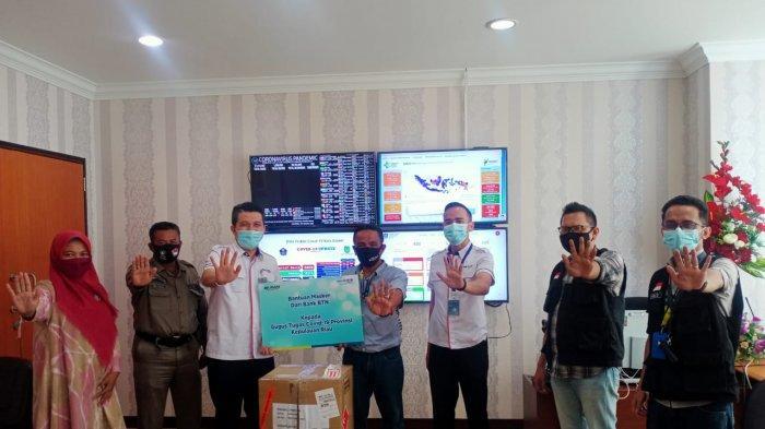 GERAKAN 5 JUTA MASKER - Penyerahan bantuan masker dari BTN ke Tim BLC Kepri-Batam untuk mendukung Gerakan 5 Juta Masker dan Pilkada Sehat, Rabu (11/11).