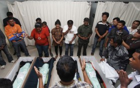 Ribuan Warga PKNTT Demo Tuntut Ungkap Hasil Autopsi 4 Bocah