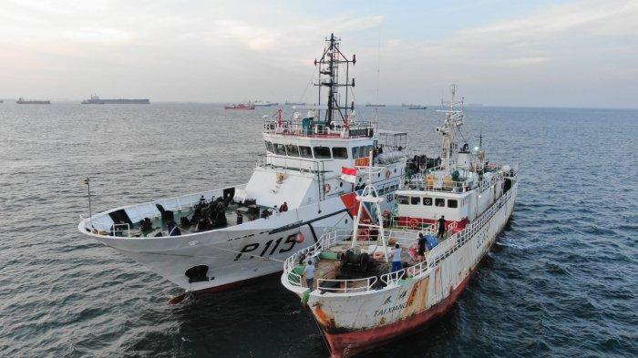 Proses evakuasi jenazah ABK kapal Taihong 6 warga negara Indonesia meninggal dunia, Rabu (21/7).