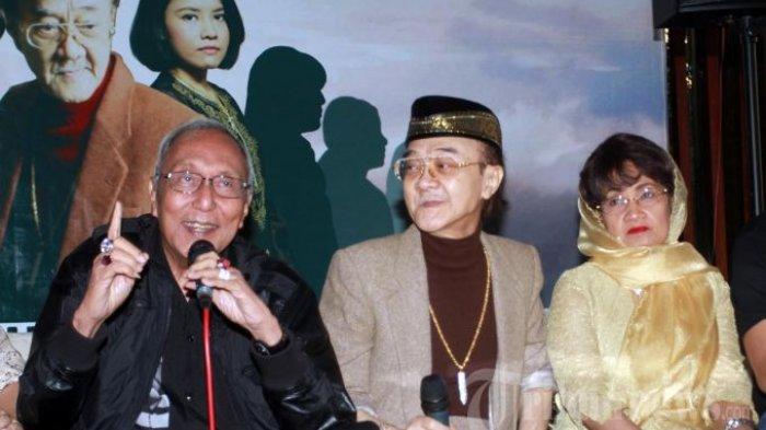 Eyang Subur ditemani isteri pertamanya, Ny Heri, hadir pada acara buka puasa dan syukuran film layar lebar berjudul