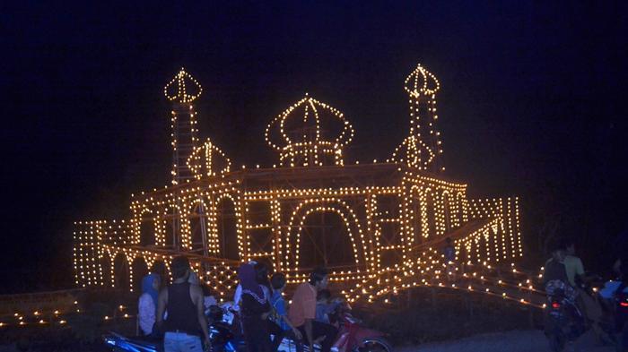festival-lampu-colok-di-kundur-kabupaten-karimun_20160704_150921.jpg